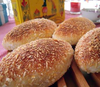 焼きカレーパンと塩パン